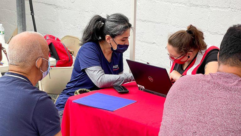 voluntarios de la sede Clifton-Paterson participaron en un evento de la Cruz Roja Americana