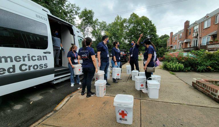 ayudas entregadas en NY a afectados por huracán ida